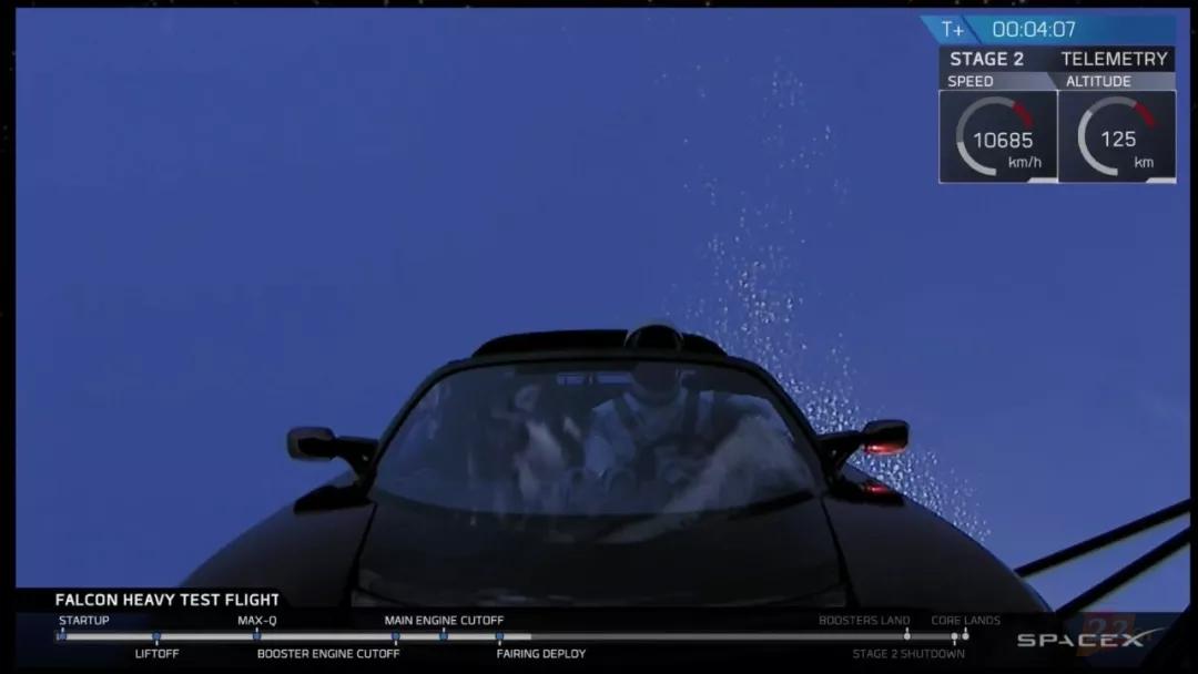 """首飞成功!SpaceX """"重型猎鹰"""